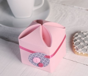 Little pink box for presents, first communion or event favours