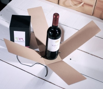Gift box for a wine bottle with a washi tape strip