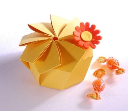 Original caja redonda en forma de flor