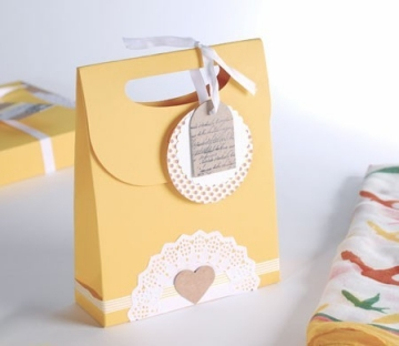Gift bag with hanging labels