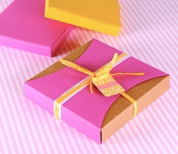 Gift box with fuchsia sleeve