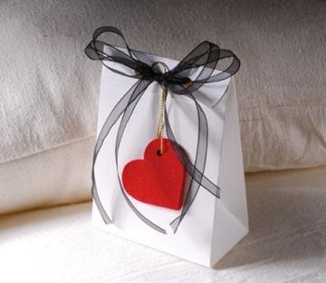 Kleine Schachtel für Valentinstagsgeschenk