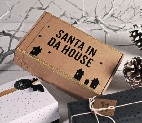 Caja de envíos con vinilo decorativo