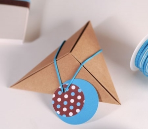 Little pyramidal box for small gifts