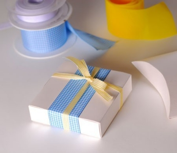Caja de regalo con lazos