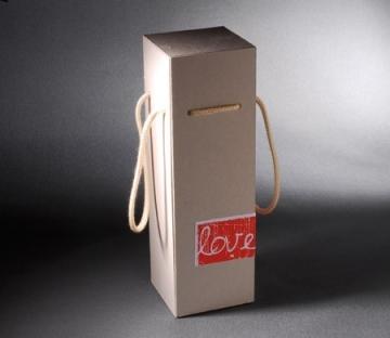 Caja para vino con etiqueta