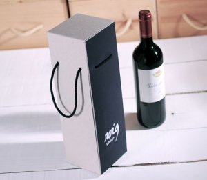 Resistant gift box for bottles