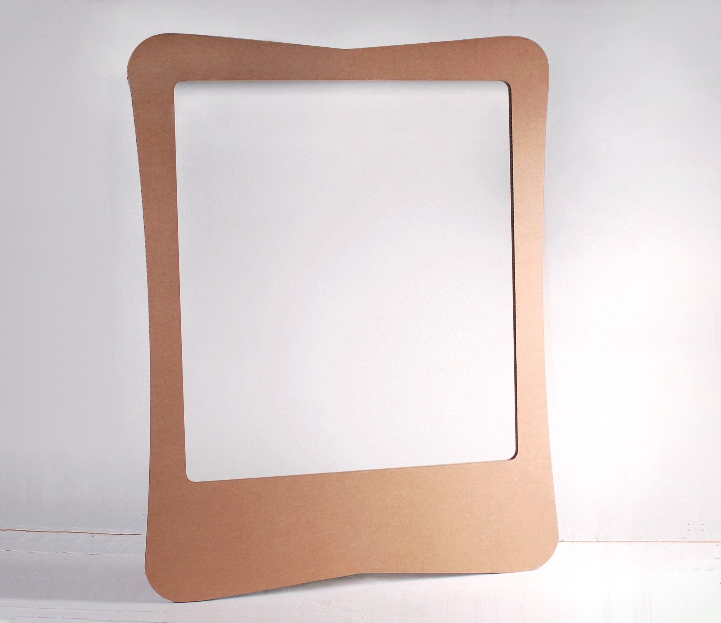 Photocall de cartón con atrezzo - SelfPackaging