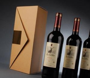 Triangular box for bottles
