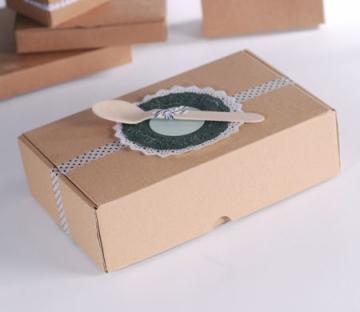 'Self-assembling' box for picnics