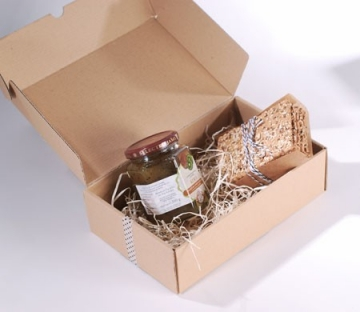 'Self-assembling' box for picnics