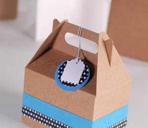 Decorated picnic box to give as a present