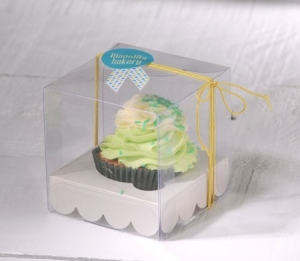 Little transparent box for cupcakes