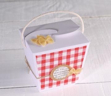 Scatola regalo decorata con pasta
