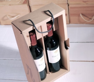 Box for wine with floral decoration