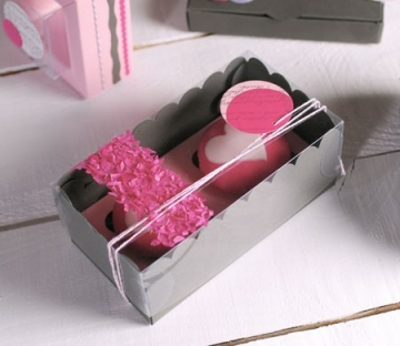 Box for two cupcakes with confetti decoration