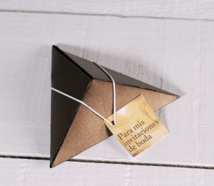 Pyramidal box for wedding invitations