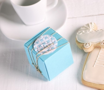 Little turquoise box to give as a present