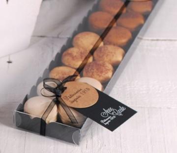 Elongated box for macarons