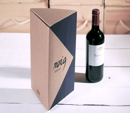 Triangular gift box for bottles