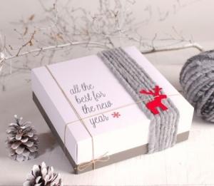 Scatola quadrata decorata con lana