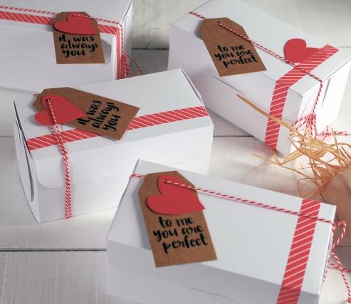 Caja de cupcakes cerrada con decoración