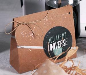 Sacchetto regalo con decorazione spaziale