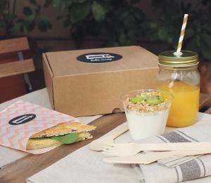 Set con scatola e confezioni per la colazione