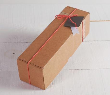 Caja alargada de envíos decorada