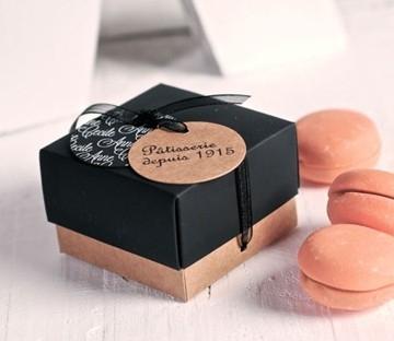 Box for a single macaron