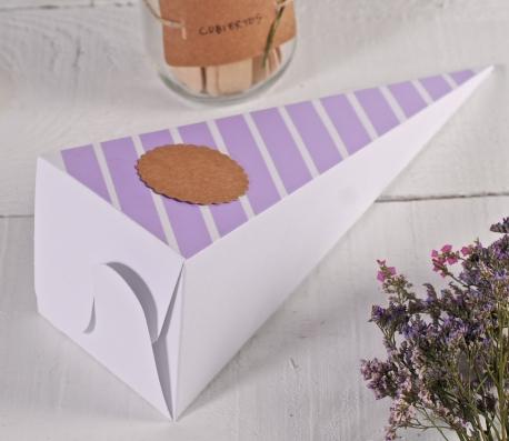 Cucurucho de cartón decorado
