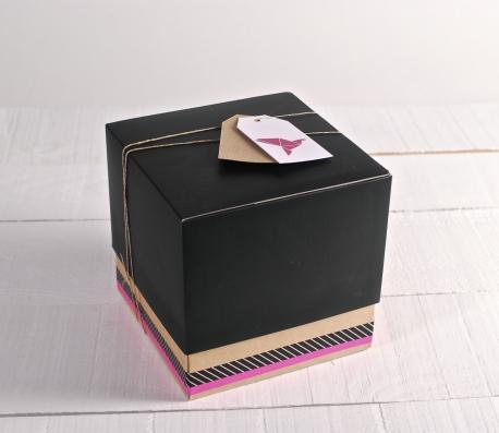 Caja sorpresa para regalo con decoración