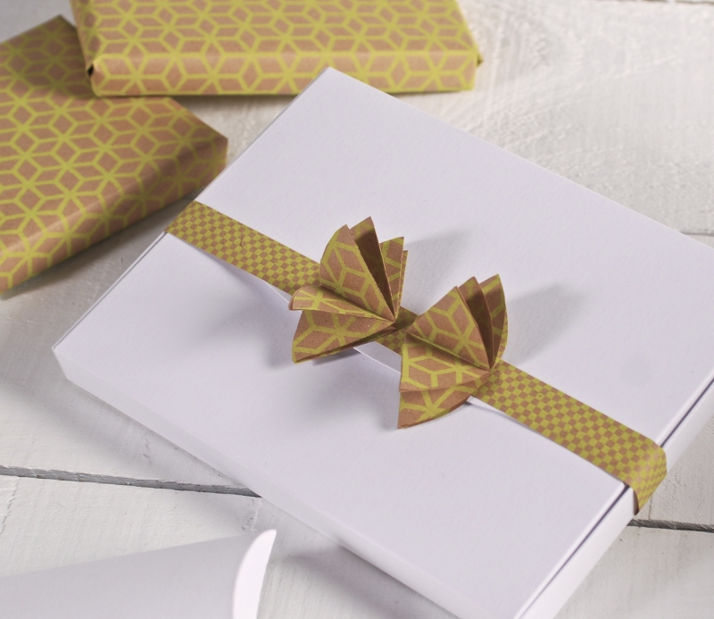 Scatola per foto decorata con laccio - Envolver regalos con papel de seda ...
