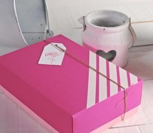 Caja con etiqueta impresa flamenco