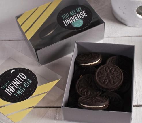 """Caja para dulces decorada con """"Universo"""""""