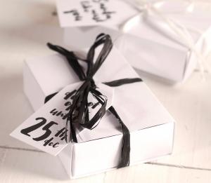Caja con etiquetas Navideñas
