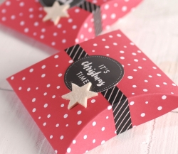 Small box for little gifts with polka dots