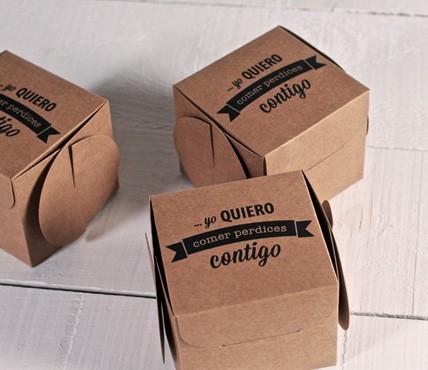 Cajas de regalo impresas comer perdices selfpackaging for Cajas personalizadas con fotos