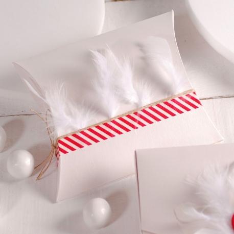 Scatola decorata con piume