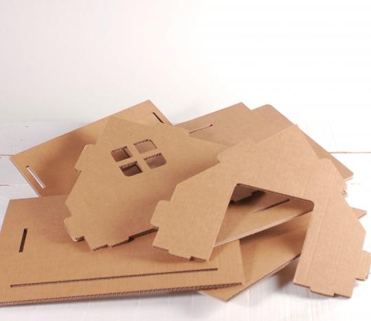Casita de cartón