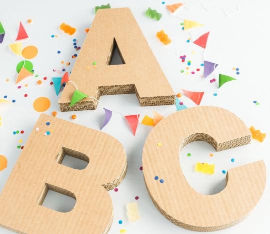 Großbuchstaben aus Pappe