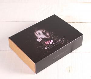 Schachtel mit personalisierbarer Ummantelung mit Fotos