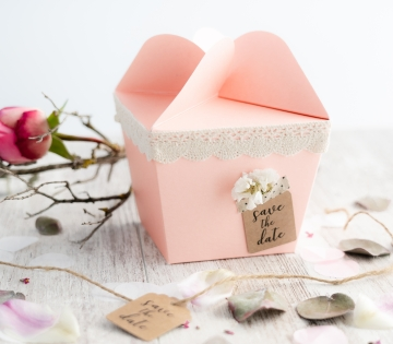 Gift box with a flower-shaped opening