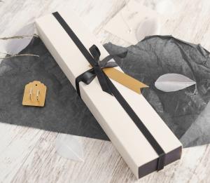 Kleine elegante längliche Schachtel