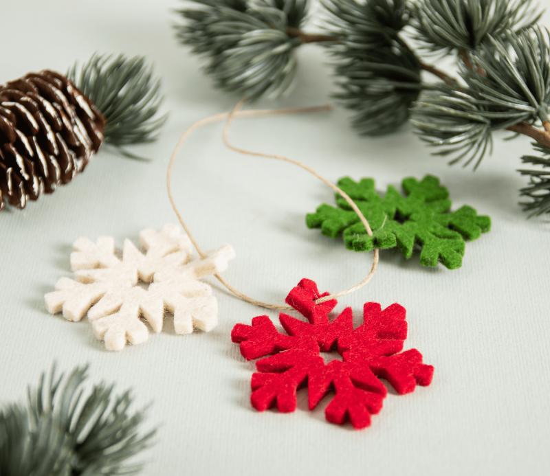 Copo de nieve de fieltro, para decorar regalos