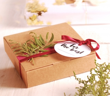 Flat box floral decoration idea