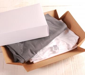 Decorazione scatola quadrata con complementi