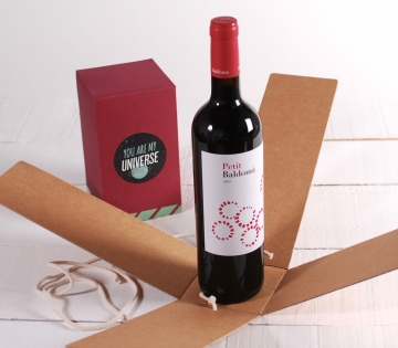 Unique wine box with folder decoration