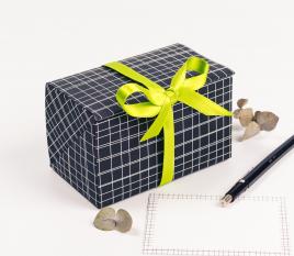 Scatola per buoni regalo con decorazione di linee