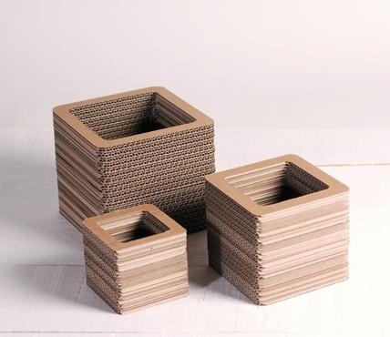 Vasen aus Karton